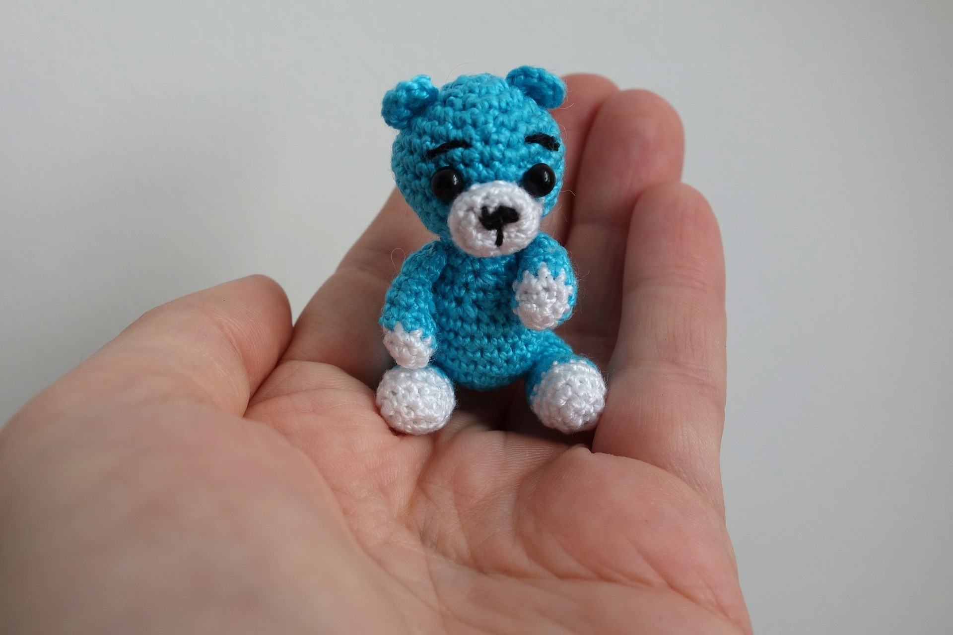 Walter the little crochet bear | Get free pattern | lilleliis | 1280x1920